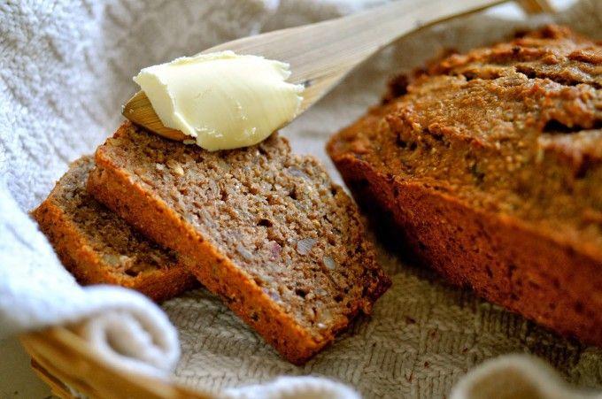 Sundt groft bananbrød opskrift. En lækker og nem opskrift, som alle kan lide, og som kan anbefales at prøve af. Et groft bananbrød uden hvidt sukker.
