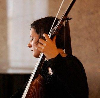Tereza Samsonová (theorbo). See more at www.motusharmonicus.cz