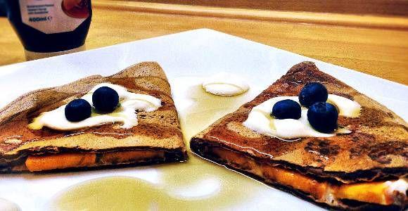 Aufstehen - Zeit zum Frühstücken! Und damit du nicht leer ausgehst, präsentieren wir dir unser gesundes Pfannkuchen Rezept!