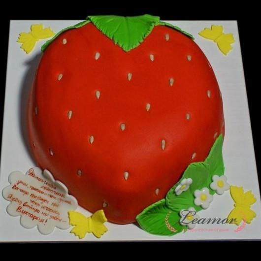 Торт в виде клубники