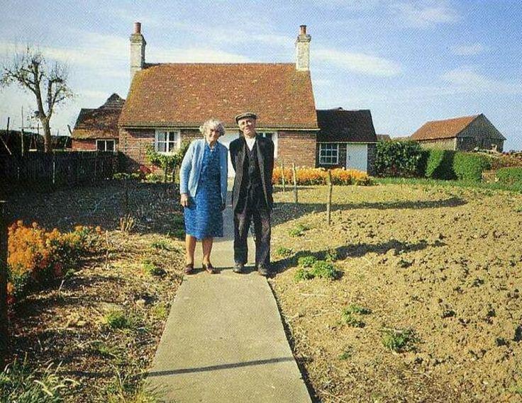 Esta pareja de ancianos posa para una fotografía mensual durante un año en esta conmovedora serie
