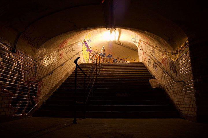 la station saint martin-la station Saint-Martin située sur la ligne 8 et 9 a été fermée en 1939 lorsque les cheminots sont partis à la guerre. Elle s'est rouverte après la Libération, mais étant trop proche de la station Strasbourg-Saint-Denis, elle a refermé définitivement ses portes. Pendant quelques années, elle a servi à accueillir des sans-abris et elle est aujourd'hui utilisée par les visiteurs d'ouvrages d'art de la RATP.