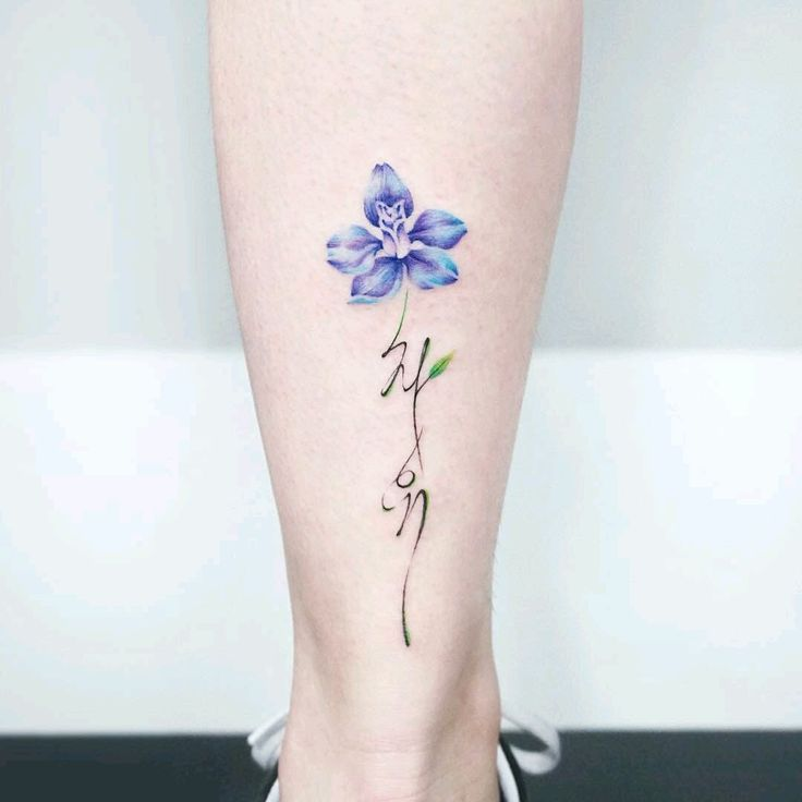 I love this idea - a delicate flower with flowie script
