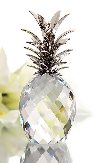 Swarovski Pineapple, Crystal. I don't know what I'd do with it, but I want.!