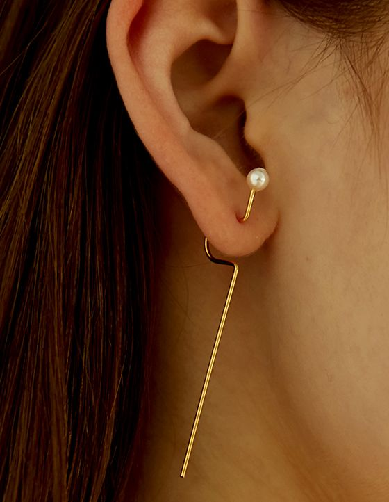 Material: brass, 18k gold plate, rhodium plate, swarovski pearl / Size: length 5.9cm (long), length 2.1cm (short), ball diameter 0.3cm