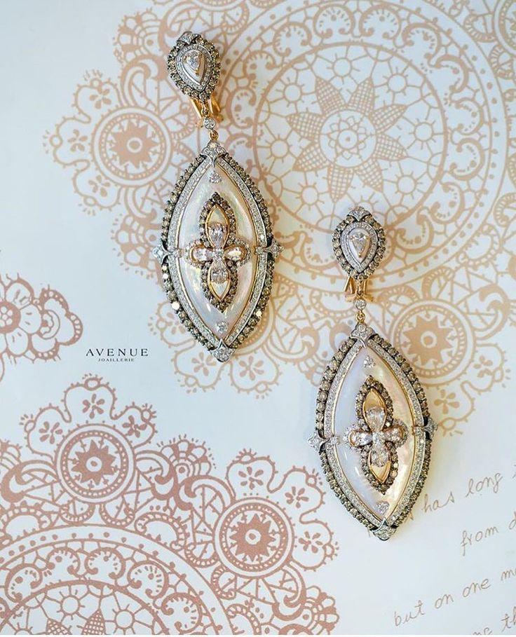 Перламутр сапфиры белые и коньячные бриллианты соединились в комплекте этих удивительных сережек. Эти чудесные сережки от #Giancarlogioielli способны удачно дополнить деловой костюм и с легкостью украсить вечерний наряд!  #jewellery #pendant #necklace #gold #diamonds #beauty #women #avenuevsco #vscogood #vscobaku #vscocam #vscobaku #vscoazerbaijan #instadaily #bakupeople #bakulife #instabaku #instaaz #azeripeople #aztagram #Baku #Azerbaijan