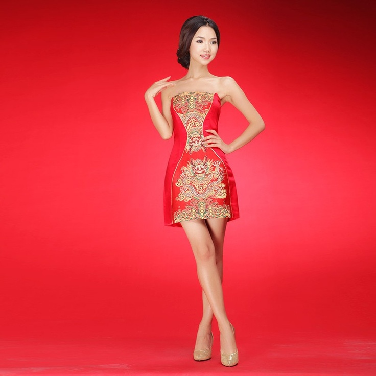 Sexy sleeveless embroidery dragon short Qipao gown. Heat waves