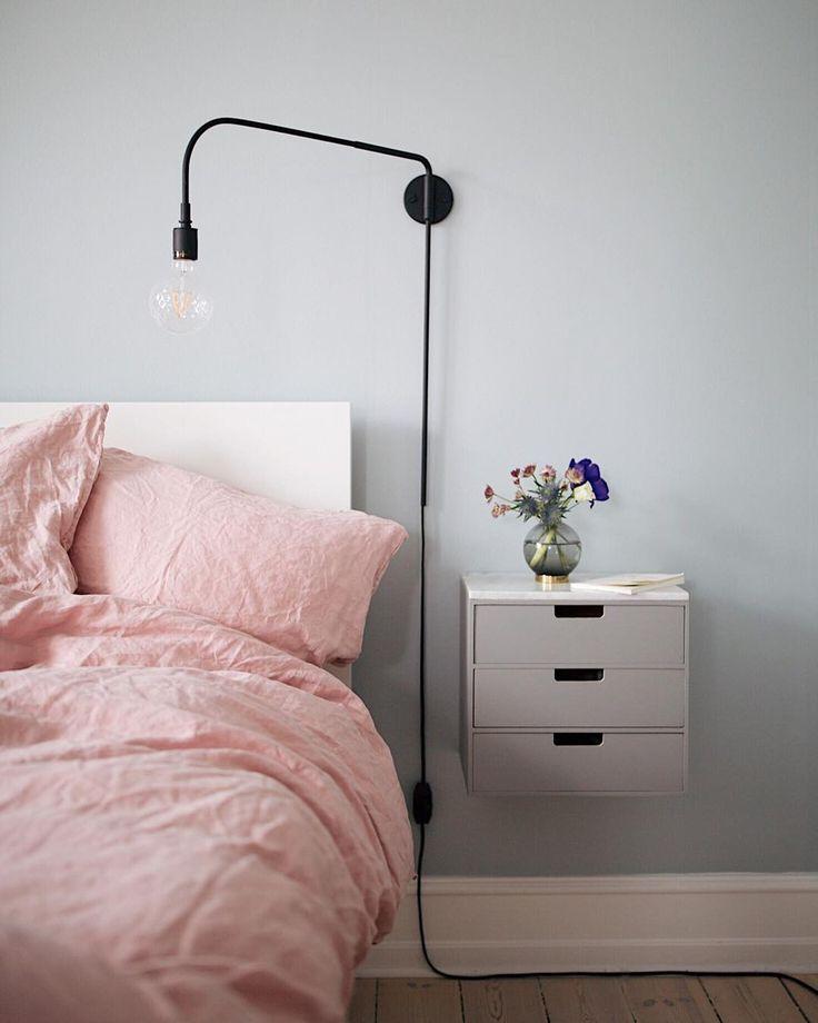 """Christina Dueholm på Instagram: """"Et af de mest stillede interiørspørgsmål, jeg modtager, er hvor vores natborde er fra ... 💤 Vi købte to enkle ..."""