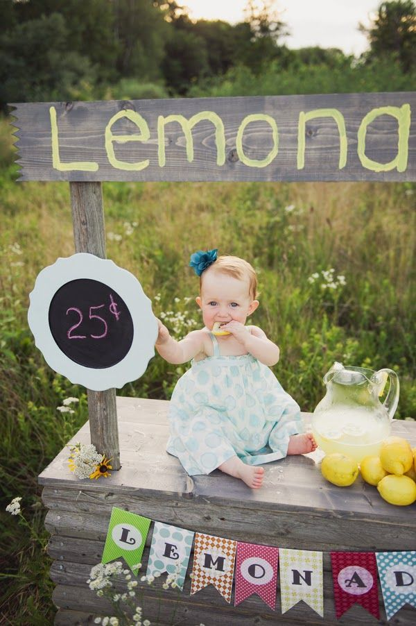 Summer lemonade stand & cake smash | The Frosted Petticoat