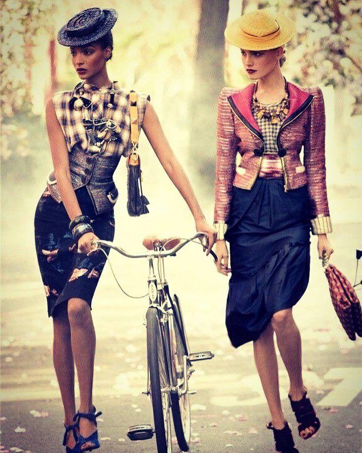 'Kadınlar görebilenler için hem bir sanatçı hem de bir sanat eseridir.' Dünya Kadınlar Günümüz Kutlu Olsun  - [x] #bisikletliyaşam #bike #bisikletturu #cycling #bisiklet #biketour #instabikers #instabicycle #instanice #bisikletsevenler #bisikletözgürlüktür  #bisikletliulasim #enerji  #mersinbisiklet #bubisiklet #görsel #manzara #doğa #istanbuldayaşam #sanat #kadınlar #kadınlargünü #sanatçı