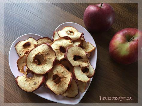 Apfelringe selber machen ist gar nicht schwer und eine gesunde zuckerfreie Nascherei für die ganze Familie, die auch das Baby ab 10 Monaten mit knabbern kann. Hier geht es zu unserer Anleitung für die fruchtigen gesunden Chips: http://www.breirezept.de/rezept_apfelringe_selber_machen.html