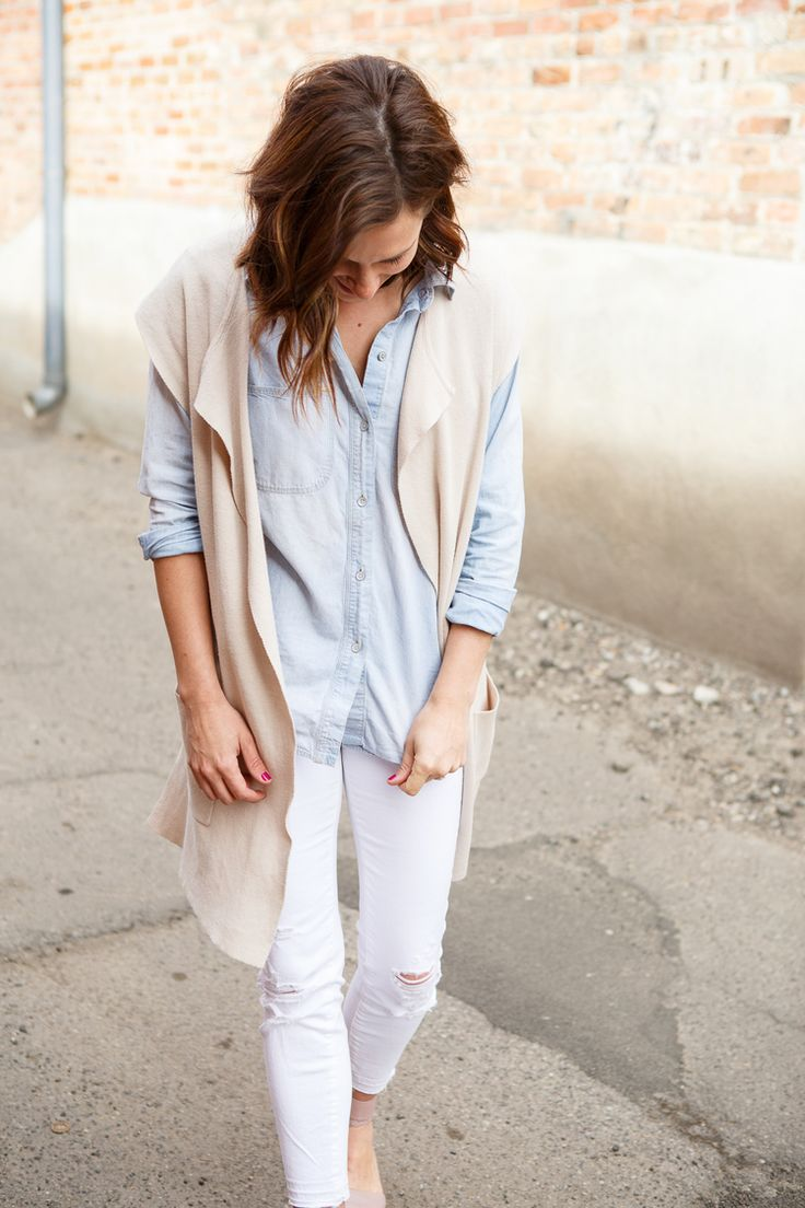Love this light spring outfit featuring awesome white jeans. 114 West, Brooke Peterson Photography, Harlow , Style Blogger, Fashion Blogger, Montana Style