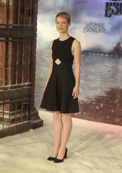 Mia Wasikowska Cutout Dress - Mia Wasikowska chose a little black dress with a diamond-shaped midriff cutout for the 'La Cumbre Escarlata' photocall in Barcelona.