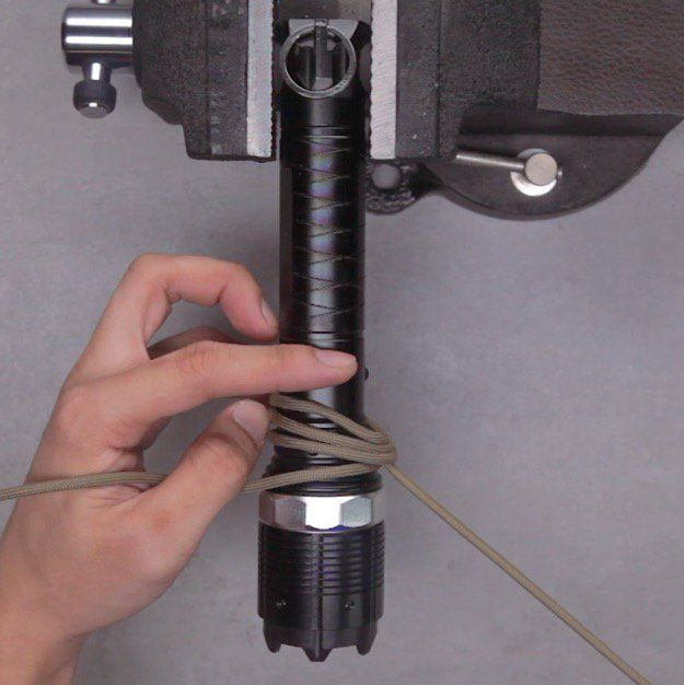 How to Make Your Own Flashlight Paracord Strap