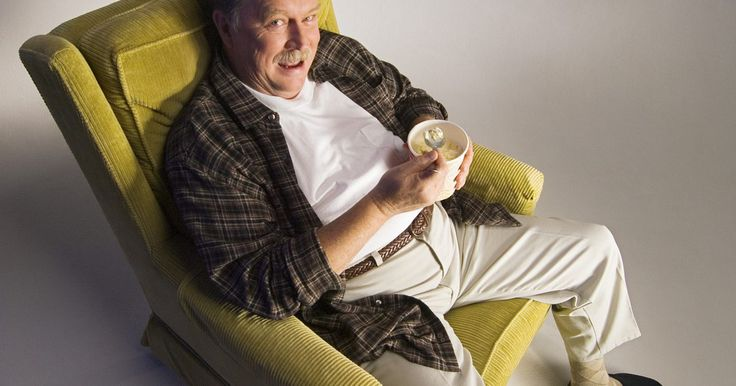 Capas para poltronas reclináveis. Embora seja a cadeira mais confortável que você possui, a sua velha poltrona reclinável é uma monstruosidade que está estragando a aparência da sua sala. Se você simplesmente não puder jogá-la fora, cubra-a com uma capa para poltrona reclinável. Ao contrário das capas de poltronas tradicionais, que restringem o movimento da cadeira, a capa para ...