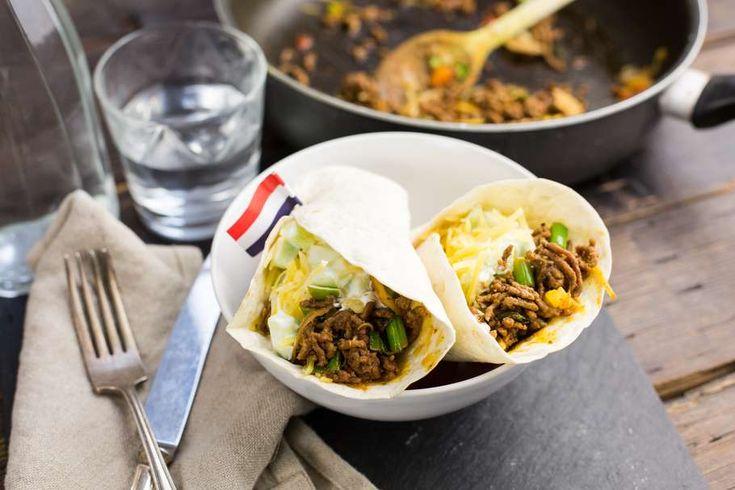 Burrito's met tzatziki en geraspte kaas