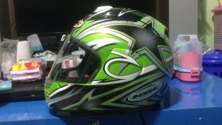 Yuuuhuuu green kbc helmet