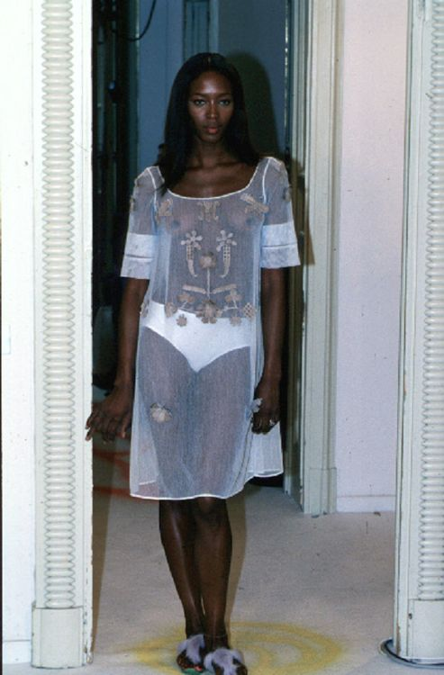 Naomi, Fendi Spring/Summer 1999