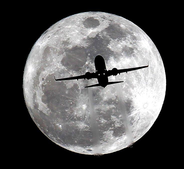 Year's smallest full moon looms large - PhotoBlog