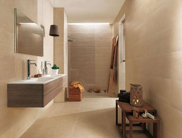 arredare un bagno cieco rivestimento chiaro per illuminare il bagno