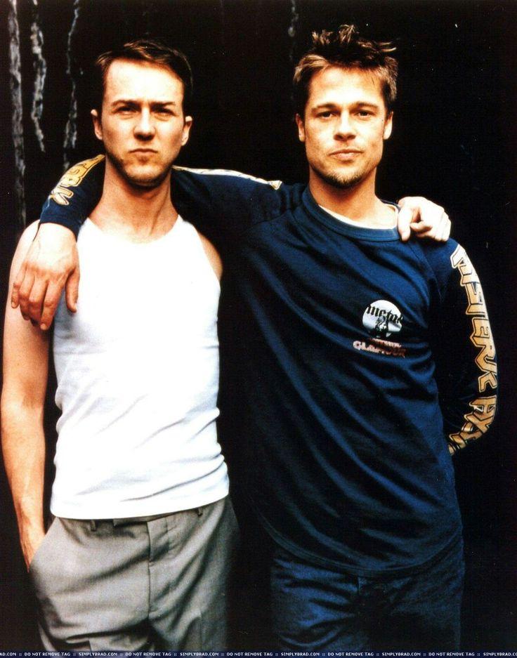 Brad Pitt ed Edward Norton nel backstage di Fight Club (1999).