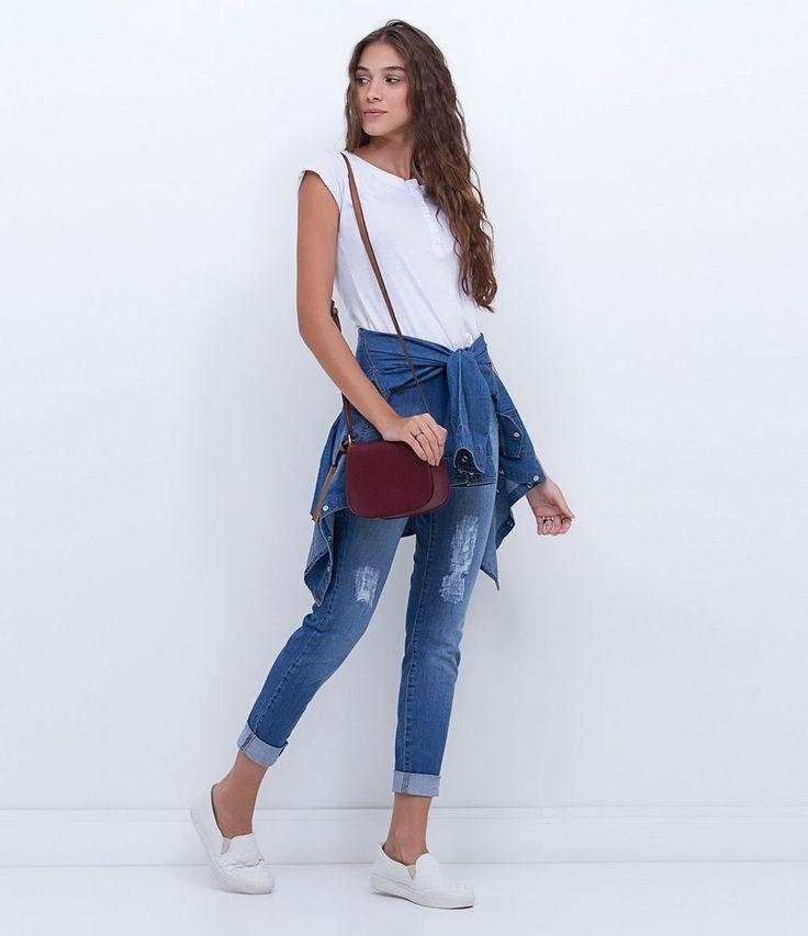 Calça feminina  Cintura alta  Com puídos  Marca: Blue Steel  Tecido: jeans elastano  Composição: 98% algodão e 2% elastano  Modelo veste tamanho: 36       COLEÇÃO INVERNO 2016     Veja outras opções de    calças jeans femininas.