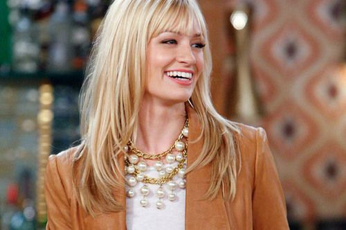 necklace from two broke girls | ... wears a a fun oversized pearl necklace that I'm kind of in love with. Anyone know where to buy this necklace?