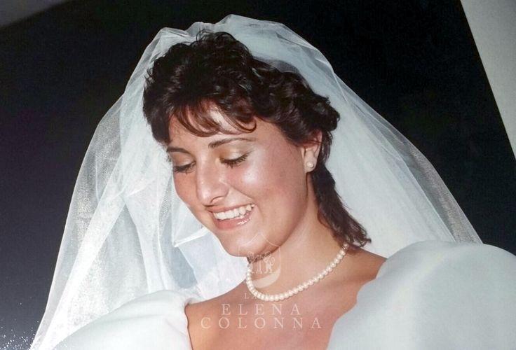 Emozioni dal passato. Dall'album dei ricordi l'abito da sposa di Cristiana. Brio, giovinezza e romanticismo.