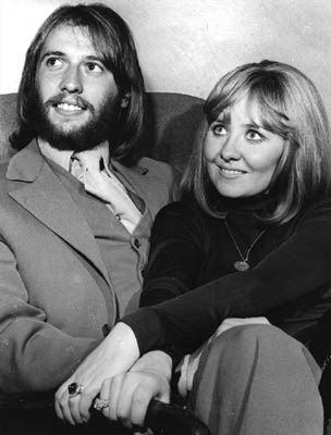 Barbra streisand and barry gibb relationship