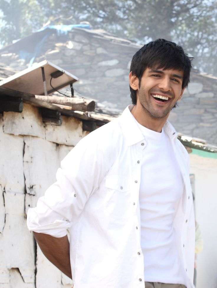 The journey from Mumbai to Gwalior was not an easy one! Hear the entire story from Kartik Aryan himself > http://iamkaanchi.blogspot.in/p/rags-to-riches.html