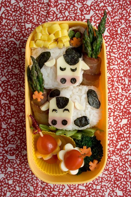 Cow bento box. Someone get me a child so that I have a legitimate reason to make this. Too cute.