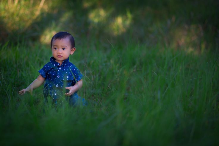 Kid in the grass by Wayan Susila on 500px