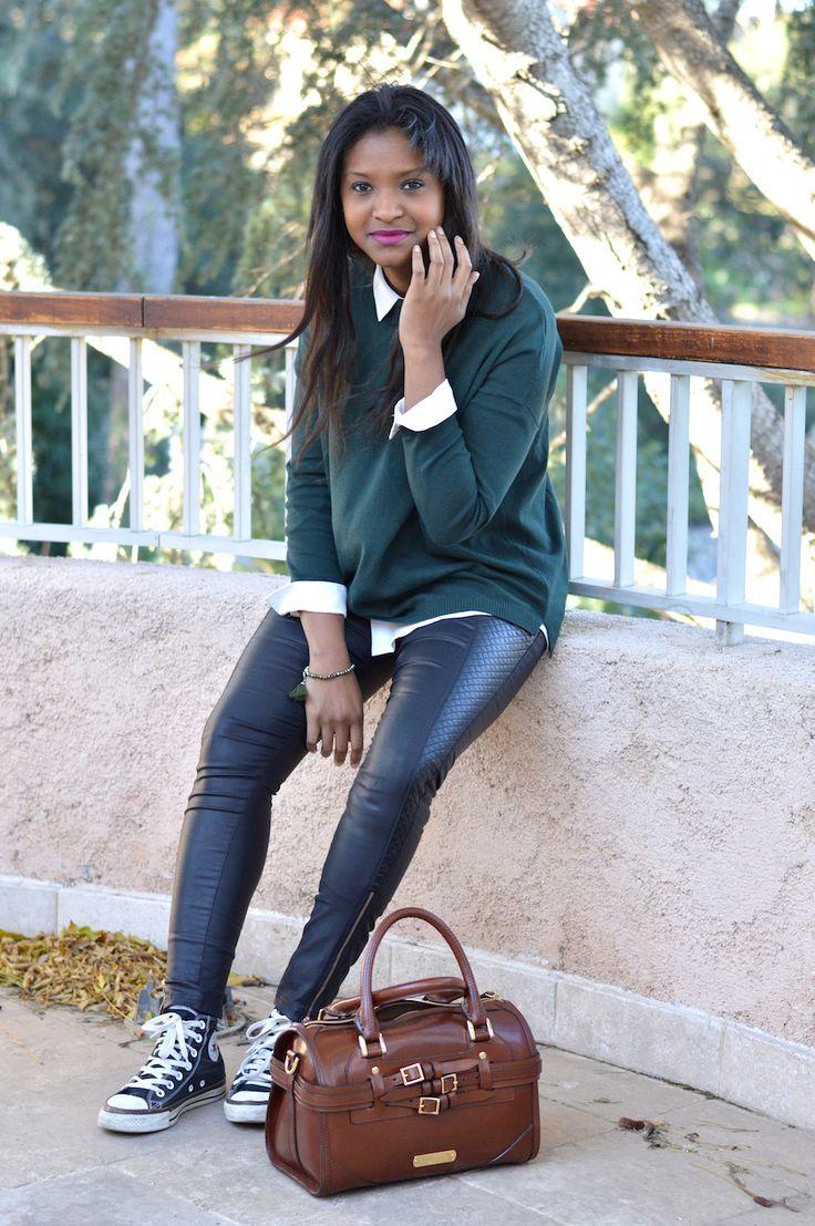 Pull : Zara // Chemise : Mango // Slim simili cuir : Giorgia similaires x x x // Sac : Burberry // Chaussures : Converse