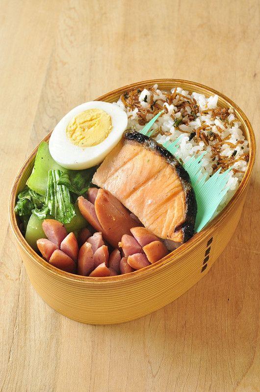 鮭 ゆで卵 ウインナー 青梗菜