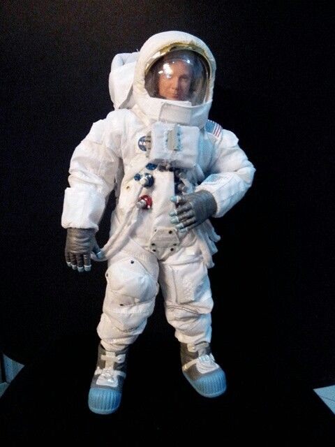 1/6 dragon astronaut figure depicting the look-a-like of the Great Neil Armstrong