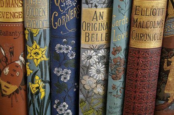 Gamle bøker er finere enn nye bøker - FACT. Nice books bindings.  I would love a little collection of fairy tales.