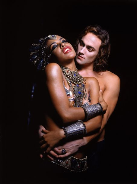 Aaliyah and Stuart Townsend in Warner Brothers' Queen of The Damned - 2002 | Aaliyah Picture #14470438 - 454 x 612 - FanPix.Net
