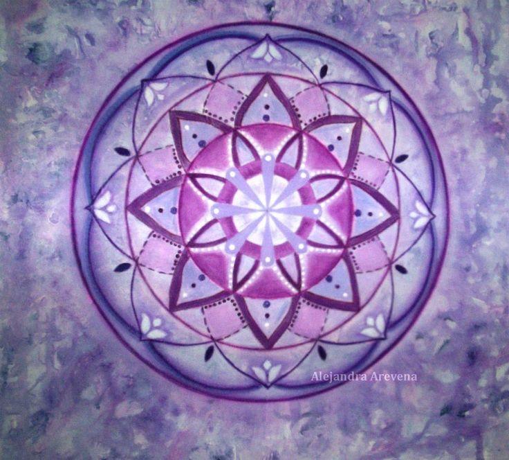 Mandala monocromía violeta, acrílico sobre bastidor de 40 x 40 cm. Autor: Alejandra Aravena