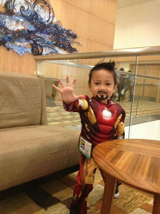 Tiny iron man cosplay!!! Sooo cute!