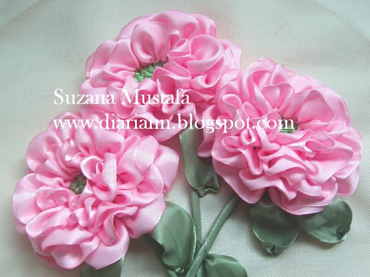 Suzana Mustafa - tutorial: Rose, Ribbonwork, Embroidery, Embroidery Ribbons, Ribbon Embroidery, En Love, Blossoms, Ribbon Flower