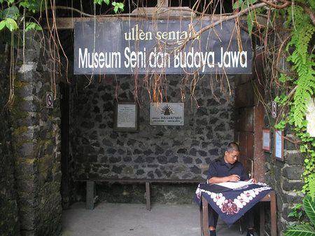 Museum Seni dan Budaya Jawa, Ullen Sentalu di Kaliurang, Yogyakarta. Bangunan yang eksotis, lukisan dan sejarah di dalamnya akan membawa Anda ke suasana yang berbeda. (c) yogyakarta.panduanwisata.com