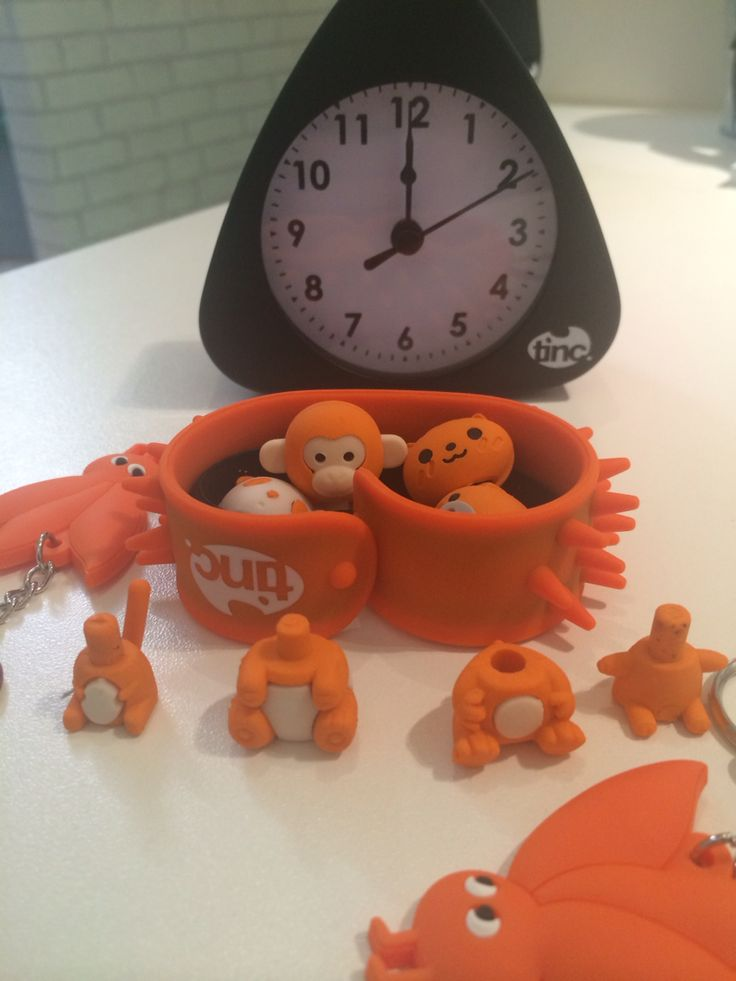 Some spooky incidents have been happening when the clock strikes midnight. The Ojays heads have flown off! #halloweenfun  Click for our clock: https://www.tinc.uk.com/products/alarm-clock-numerical-black/