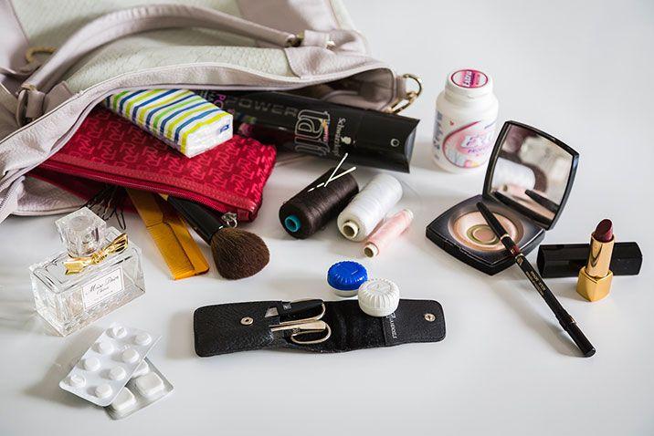 Handtaschen-Inhalt deiner Trauzeugin #Christina_Eduard_Photography…
