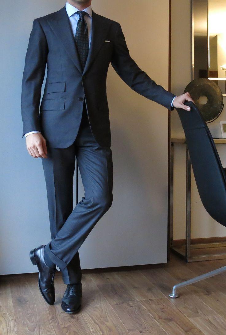uomo ben vestito