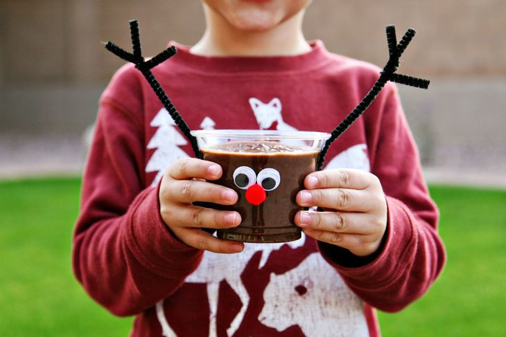 Reindeer Chocolate Pudding Cups | RedBarnBlog.com So cute for the classroom party!!