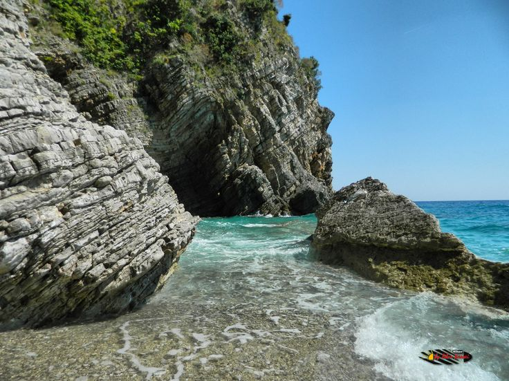 "Fish picnic next to Canj "" Little Zakynthos "", Montenegro, Nikon Coolpix L310, 4.5mm,1/320s,ISO80,f/8.7,-0.7ev, HDR photography, 201607071501"