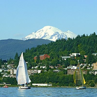 Best Coastal College Towns: Western Washington University, Bellingham, Washington. So what if your 20s are more than a few years behind you? Enjoy these A+ combinations of stimulating campus offerings and spectacular scenery. Coastalliving.com