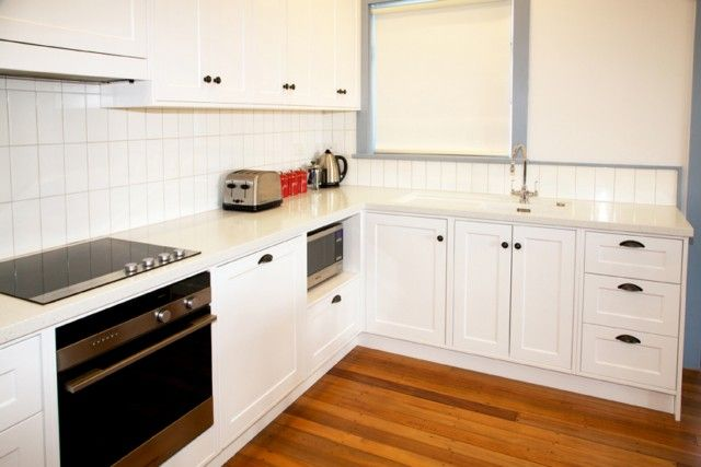 McDougall Cottage kitchen embodies the perfect combination of homely cottage style which is finished off with contemporary, stylish furnishings.