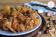 Il coniglio alla siciliana è un piatto semplice da preparare, gustosissimo e se volete anche con un leggero retrogusto agrodolce.