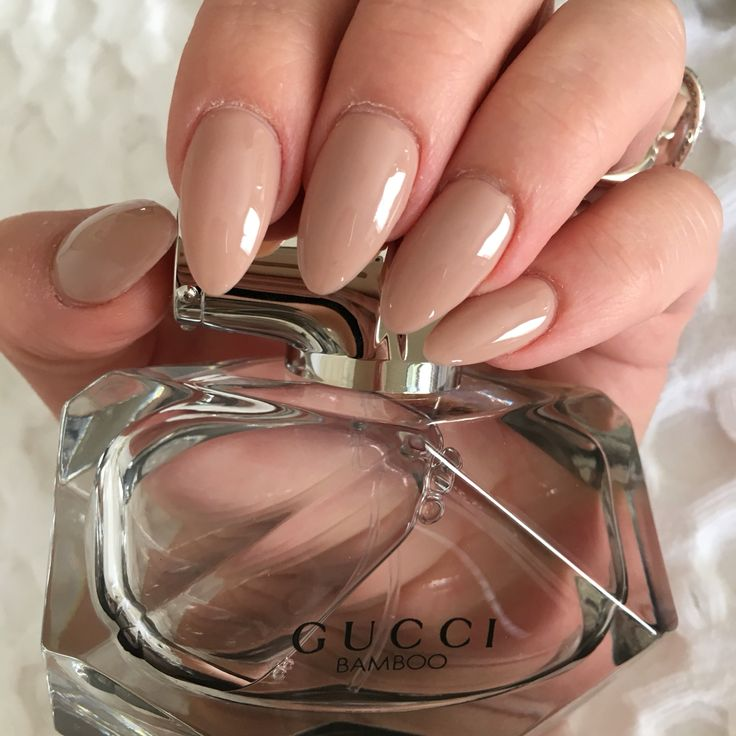 Almond shape, pointy, classy, neutral, natural, nude, gel, shellac, arcrylic, chic, nails. Gucci Bamboo perfume